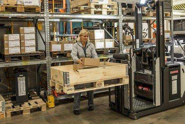 Order picking: How rising forks can increase efficiency and boost ergonomics